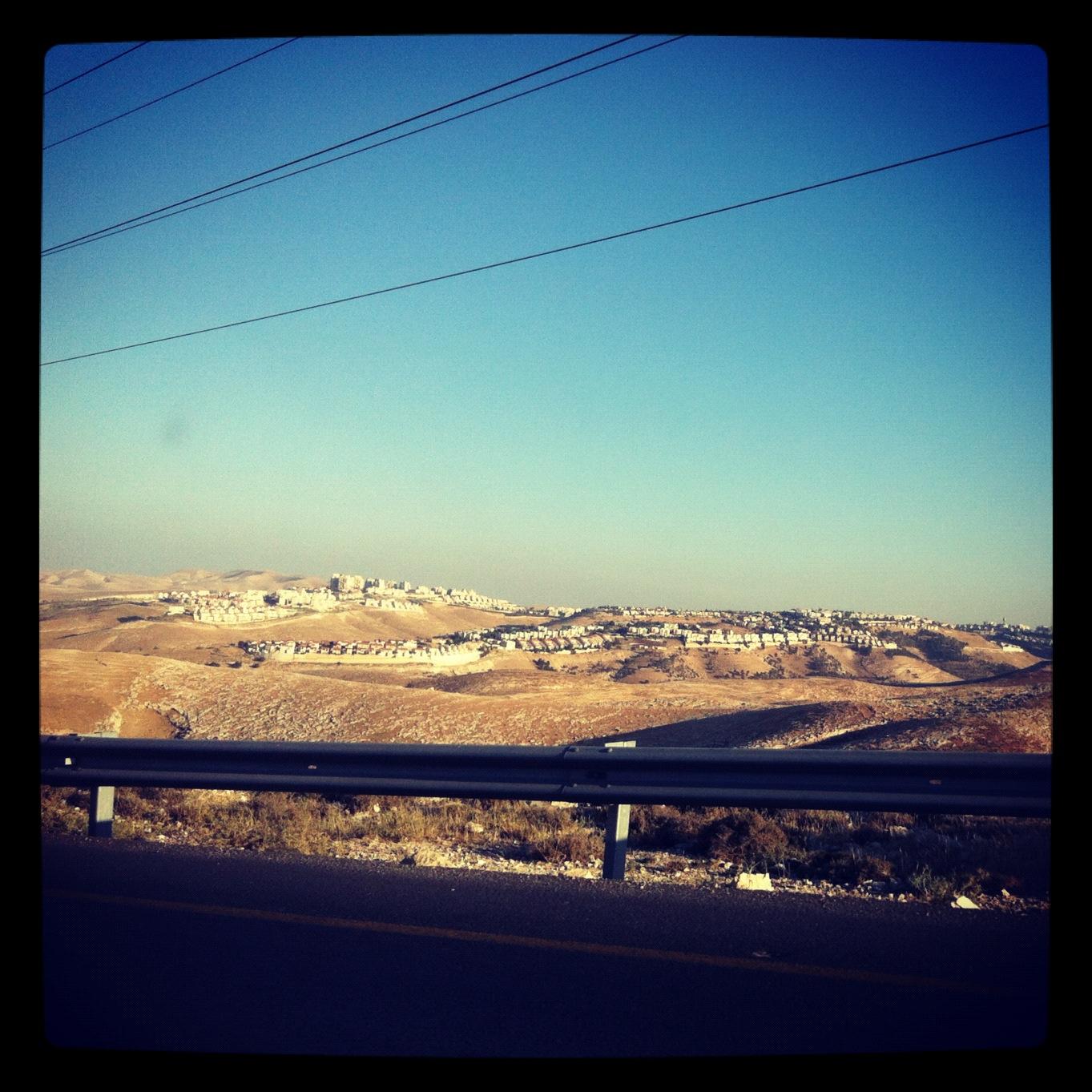 La colonie de Maale Adumim, une des plus importantes de Cisjordanie.www.merblanche.com al rights reserved