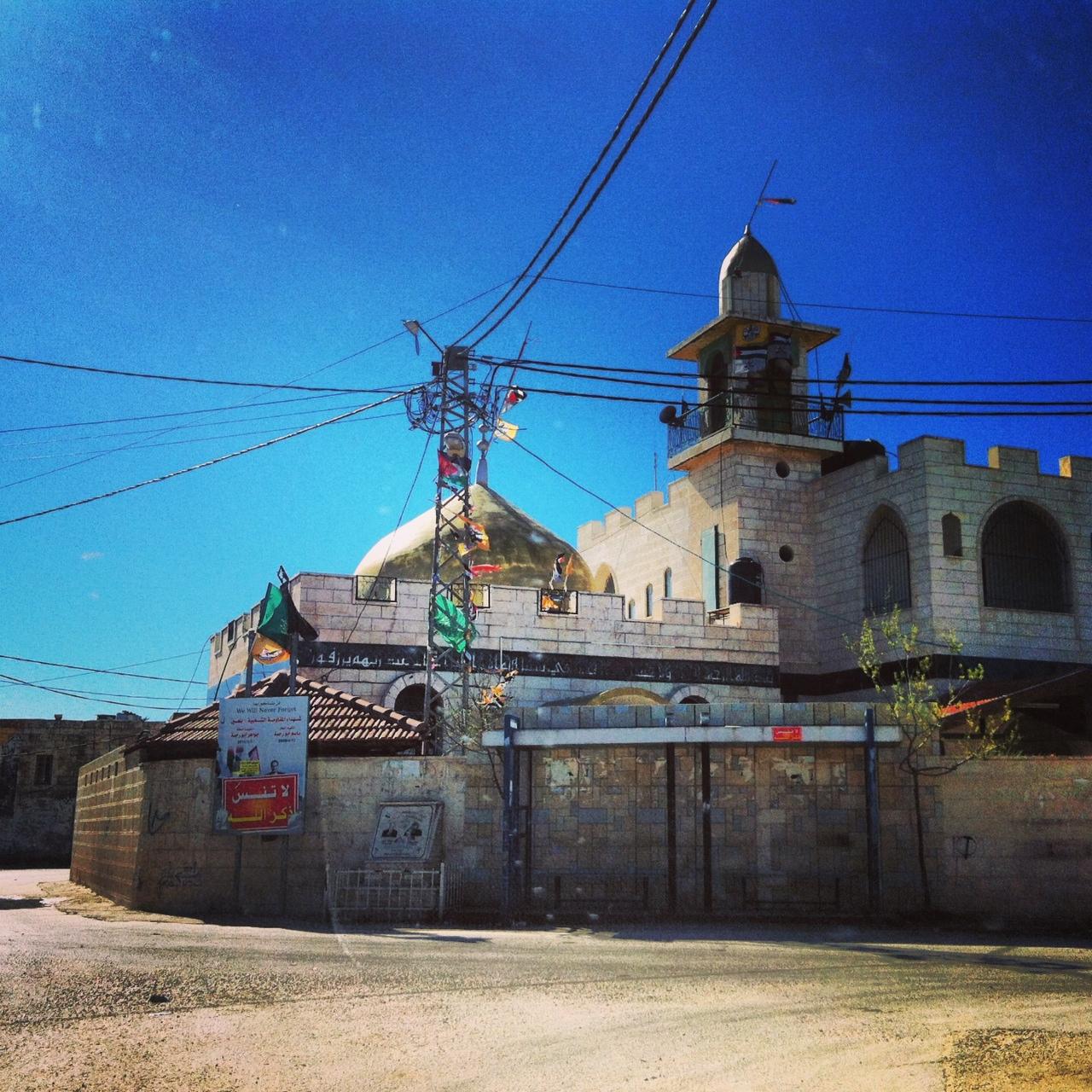 La mosquée de Bil'in, là ou partent toutes manifestations contre le mur de séparation www.merblanche.com all rights reserved