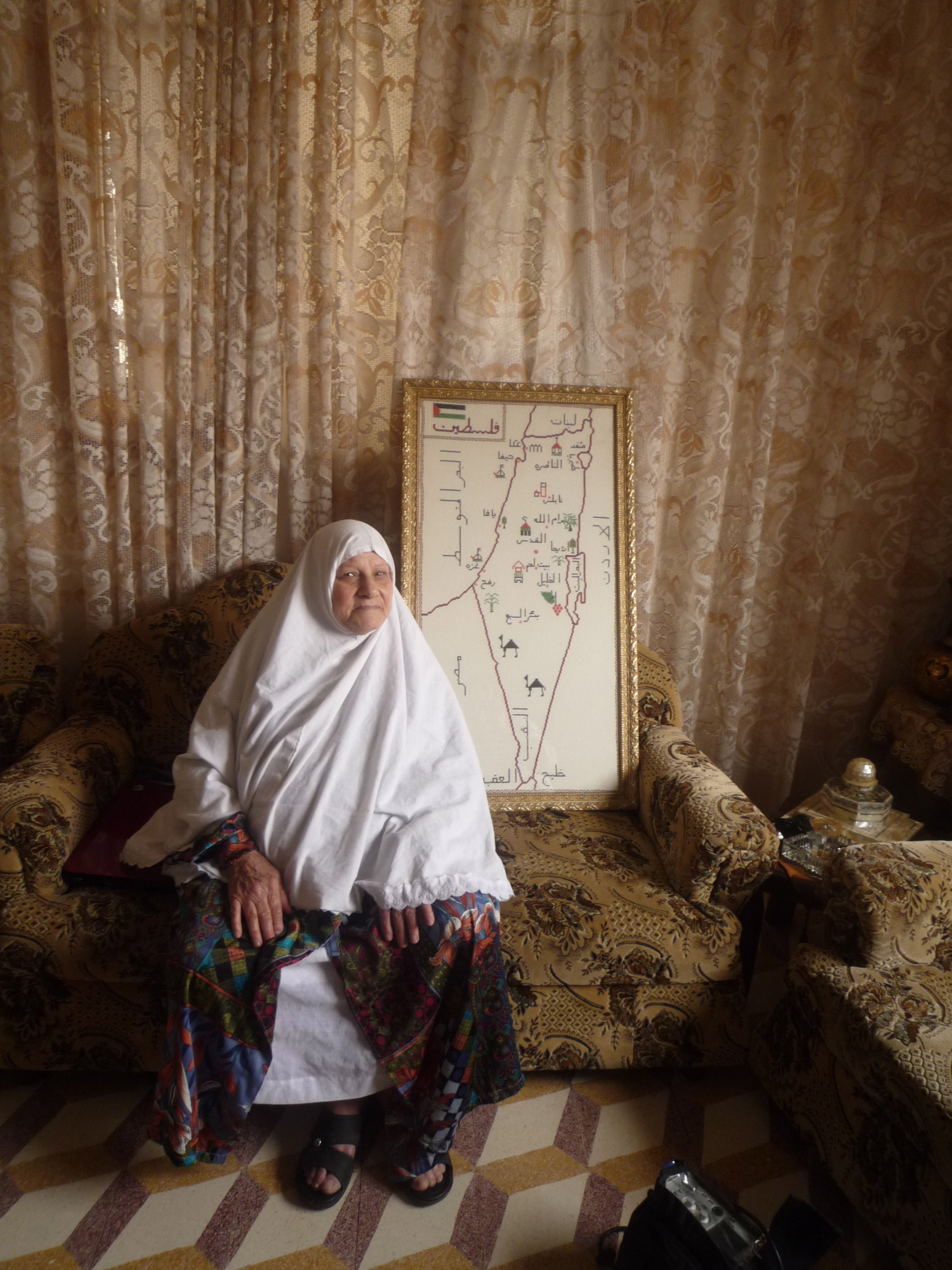 Zakkyeh dans sa maison à Naplouse, Cisjordanie, mai 2013 www.merblanche.com all rights reserved