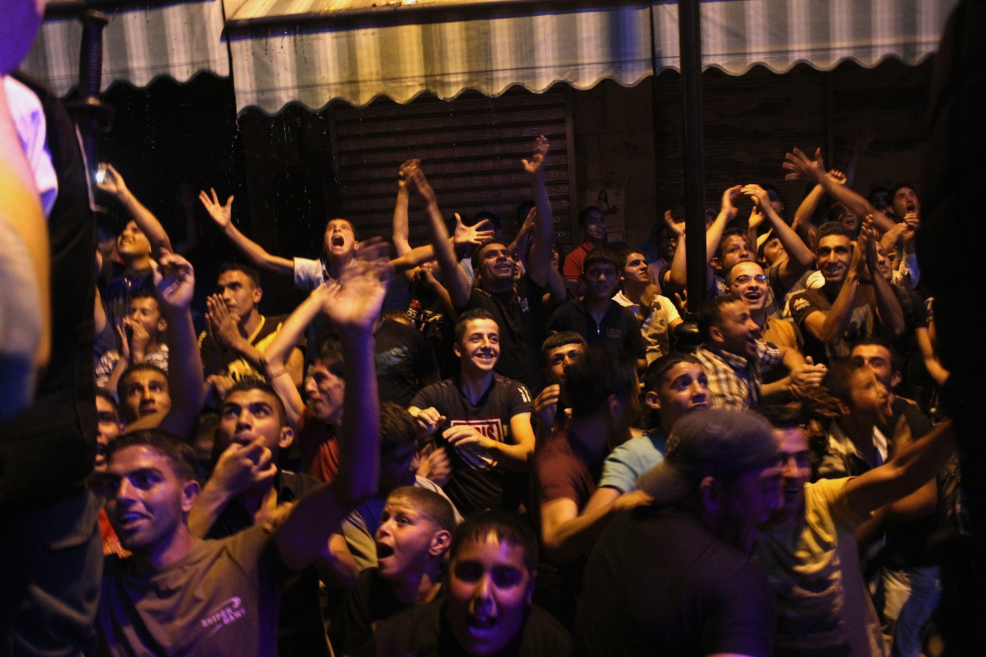 Explosion de joie à l'annonce de la victoire de Mohammed Assaf www.merblanche.com all rights reserved