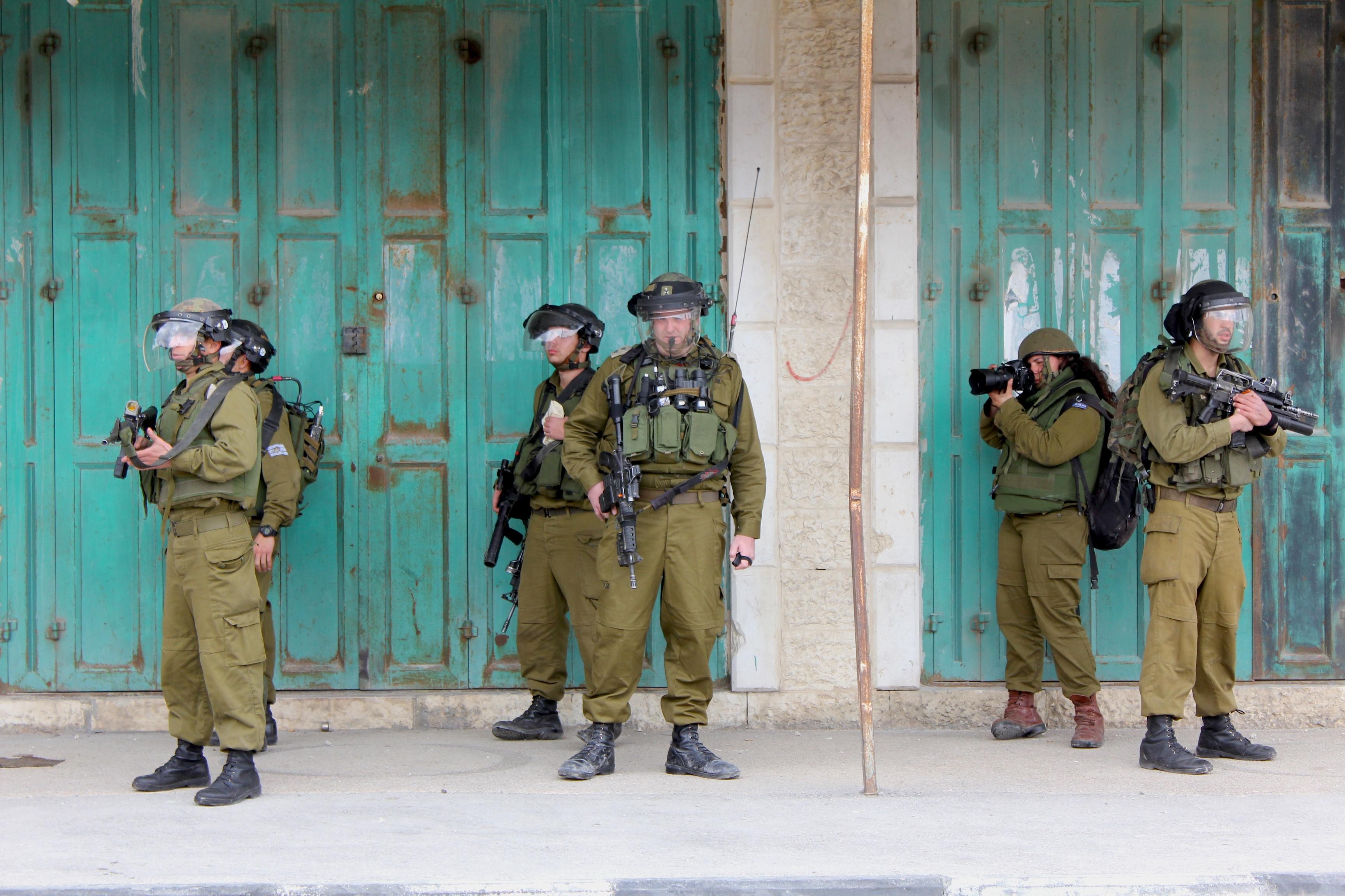 Soldats israéliens déployés au checkpoint de Qalandia en mars 2011 lors de la Journée de la Terre www.merblanche.com all rights reserved