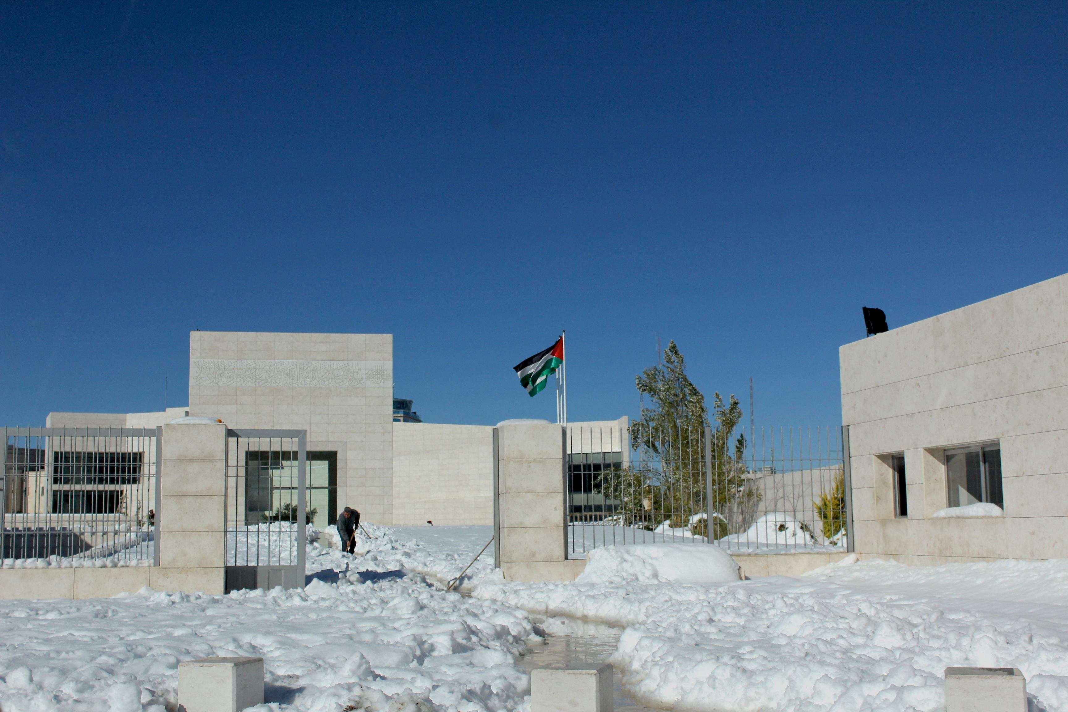 Le mausolée d'Arafat sous la neige, 16 décembre 2013. www.merblanche.com all rights reserved