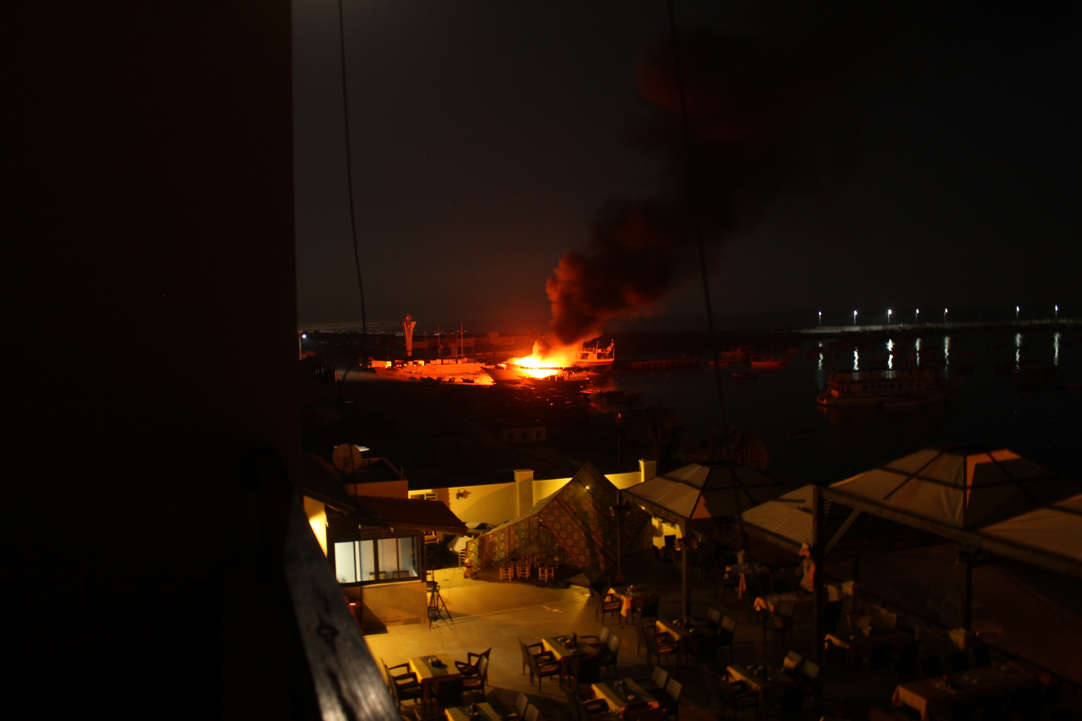 Bombardement sur le port de Gaza, 10 juillet 2014 www.merblanche.com all rights reserved
