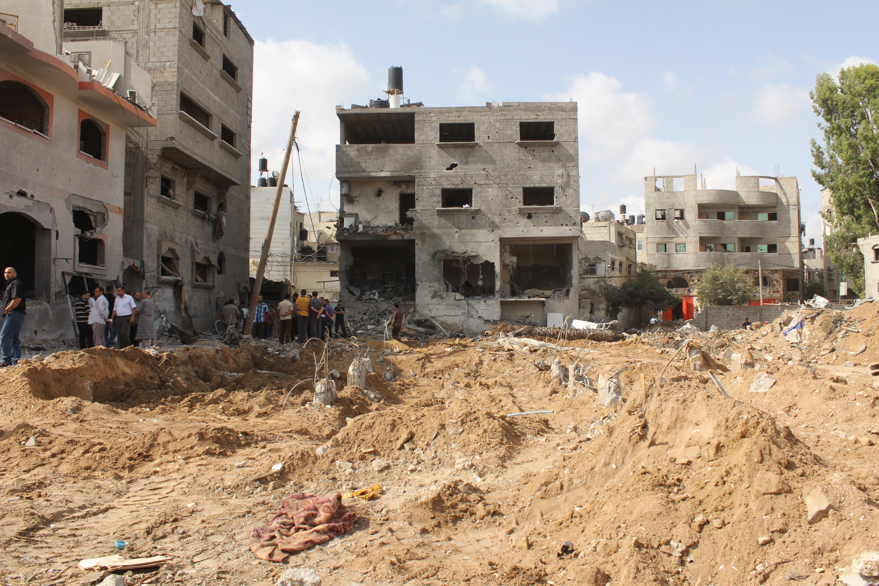Bombardement de la maison d'un des chef du Hamas. Ce chef a survécu mais 18 membres de la famille sont morts dans la frappe. Gaza, 10 juillet 2015 www.merblanche.com all rights reserved